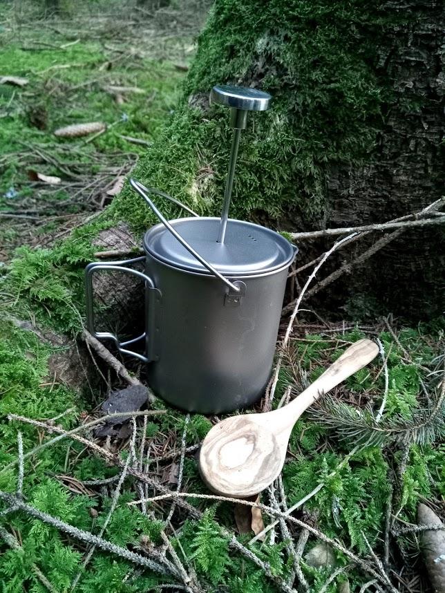 Kaffeepresse Holzlöffel Wald